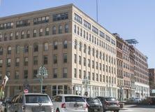Moderna byggnader i staden av Milwaukee, ett affärsområde Arkivfoto