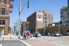 Moderna byggnader i staden av Milwaukee, ett affärsområde Arkivfoton