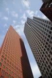 Moderna byggnader i stadsmitten av Haugen, alla byggnader Arkivfoto