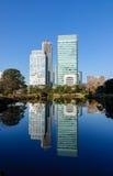 Moderna byggnader i Tokyo, Japan Royaltyfria Foton
