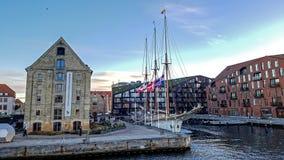Moderna byggnader längs kanalen, den Bjornsholm och Christiansholm dictricten, Köpenhamn denmark royaltyfri fotografi