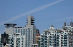 Moderna byggnader mot den blåa himlen Royaltyfri Foto