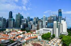 Moderna byggnader på centret i Singapore Royaltyfria Bilder