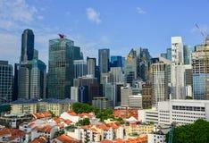 Moderna byggnader på centret i Singapore Arkivfoto