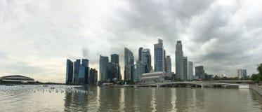 Moderna byggnader på Marina Bay i Singapore Royaltyfria Bilder