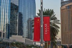 Moderna byggnader på solnedgången i Dubai, UAE arkivfoto