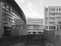 Moderna byggnader - stål och exponeringsglas arkivbilder