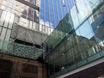 Moderna byggnadsexponeringsglasfasader Arkivfoton