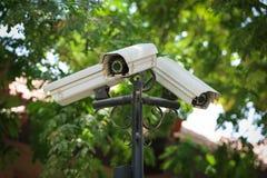 Moderna CCTV-kameror, utomhus Fotografering för Bildbyråer