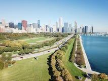 Moderna Chicago för bästa sikt horisonter och Lake Michigan arkivbilder