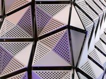 Moderna claddingpaneler på en byggnad Arkivbild