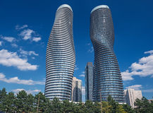 Moderna condos i Mississauga, Ontario Kanada Arkivfoton