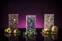 Moderna diskbänkar som göras från den granit-, marmor- och kvartsstenen Kökcountertopbegrepp Royaltyfri Bild