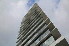Moderna eleganta byggnadsmoln Royaltyfri Foto