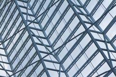 moderna fönster för konstnärlig byggnad Arkivfoton