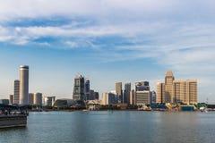 Moderna futuristiska byggnader och blå himmel Royaltyfria Foton