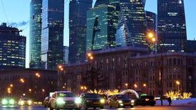 Moderna futuristiska skyskrapor för Moskvastad arkivfilmer