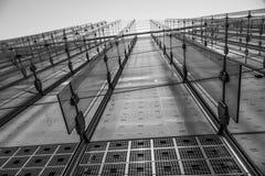 Moderna glass framdelar av kontorsbyggnader i Canary Wharf - LONDON - STORBRITANNIEN - SEPTEMBER 19, 2016 Royaltyfri Bild