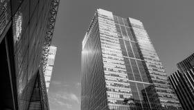 Moderna glass kontorsbyggnader i Canary Wharf - LONDON - STORBRITANNIEN - SEPTEMBER 19, 2016 Arkivbild