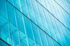 Moderna glass silhouettes på modern byggnad Royaltyfri Foto