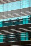 Moderna glass silhouettes på modern byggnad Royaltyfri Fotografi