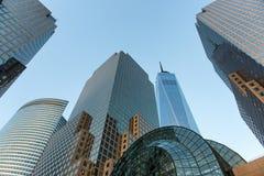 Moderna Glass skyskrapor i Manhattan, New York Arkivfoto
