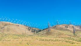 Moderna gröna energi-besparing teknologier Vindkraftstation i Mojaveöknen i Kalifornien Arkivbild