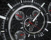 Moderna händer för klockan för klockan för klockan för silversvartmode som röda vrids till overklig tid, röra sig i spiral Abstra Royaltyfria Foton