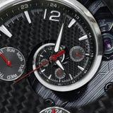 Moderna händer för klockan för klockan för klockan för silversvartmode som röda vrids till overklig tid, röra sig i spiral Abstra Royaltyfri Foto