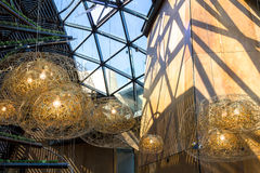Moderna hängande lampor Arkivfoton