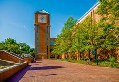 Moderna högskolauniversitetsområdebyggnader Royaltyfri Foto