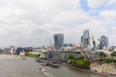 Moderna kontorsbyggnader i London, sikt från tornbron, London, Förenade kungariket Arkivbild