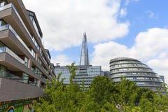 Moderna kontorsbyggnader i London, skärva, stadshus, London, Förenade kungariket Royaltyfri Foto
