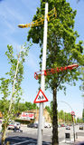 Moderna kulöra lampor på en gata Fotografering för Bildbyråer