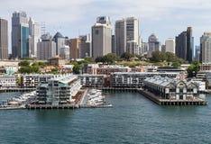 Moderna lägenheter på Sydney Harbour Arkivfoto