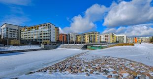 Moderna lägenhethus i Vuosaari, Helsingfors royaltyfria bilder