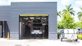 Moderna lyxiga sportscar Porsche Macan fotografering för bildbyråer