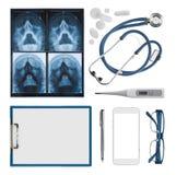 Moderna medicinska objekt av sjukhusdoktorn som isoleras på vit bakgrund arkivbilder