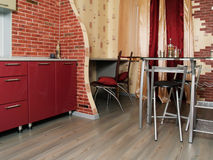 moderna nya röda yttersidor för briljant kök Royaltyfri Fotografi