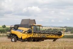 Moderna nya skördar för Holland skördetröskaklipp Royaltyfri Foto