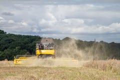 Moderna nya skördar för Holland skördetröskaklipp Royaltyfria Foton