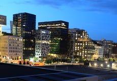 Moderna Oslo på natten Fotografering för Bildbyråer