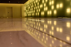 Moderna reflexionsljus för inre korridor Royaltyfri Fotografi