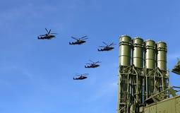 Moderna ryska anti--flygplan missiler och militära flygplan Royaltyfri Fotografi