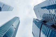 Moderna skyskrapor i ett affärsområde Höga löneförhöjningbyggnader av Moskva för Moskvaaffärsmitt - stad Royaltyfri Foto