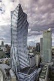 Moderna skyskrapor i Warszawa Arkivbilder