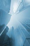 Moderna skyskrapor med förvridet perspektiv Arkivbild