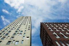 Moderna slottar som underifrån ses i Rotterdam Royaltyfri Fotografi