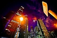 Moderna stilMoskvaskyskrapor på natten Royaltyfria Bilder