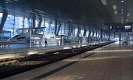 moderna trainstation arkivbilder